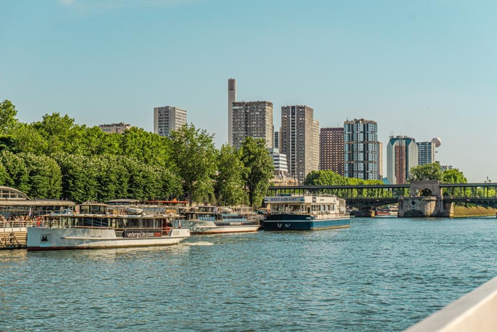 Sur la Seine, Paris